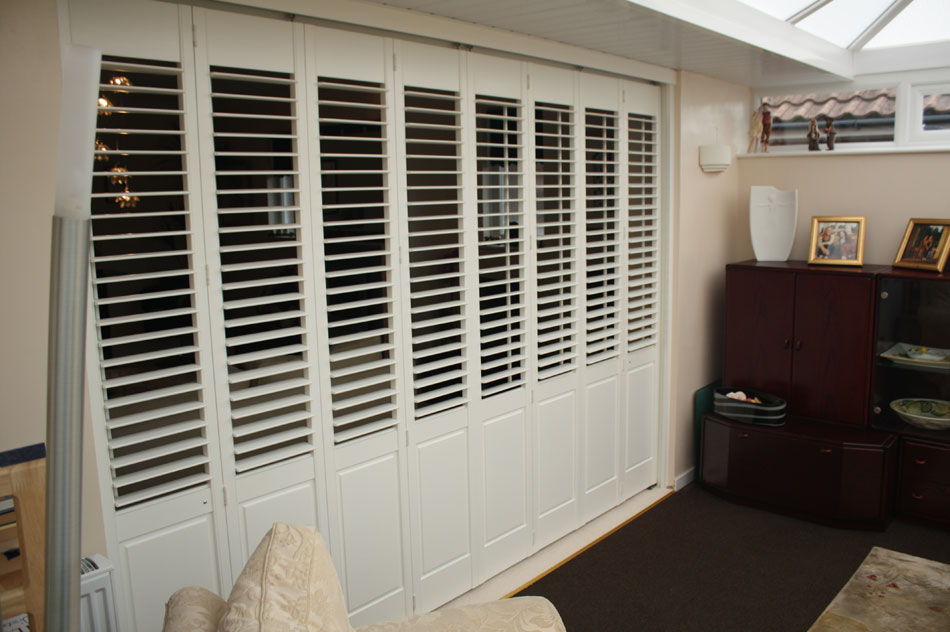 Room Divider Shutters with Tracking System